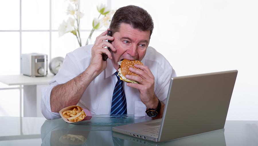 Tác hại của việc ăn quá nhanh đối với sức khỏe của chúng ta