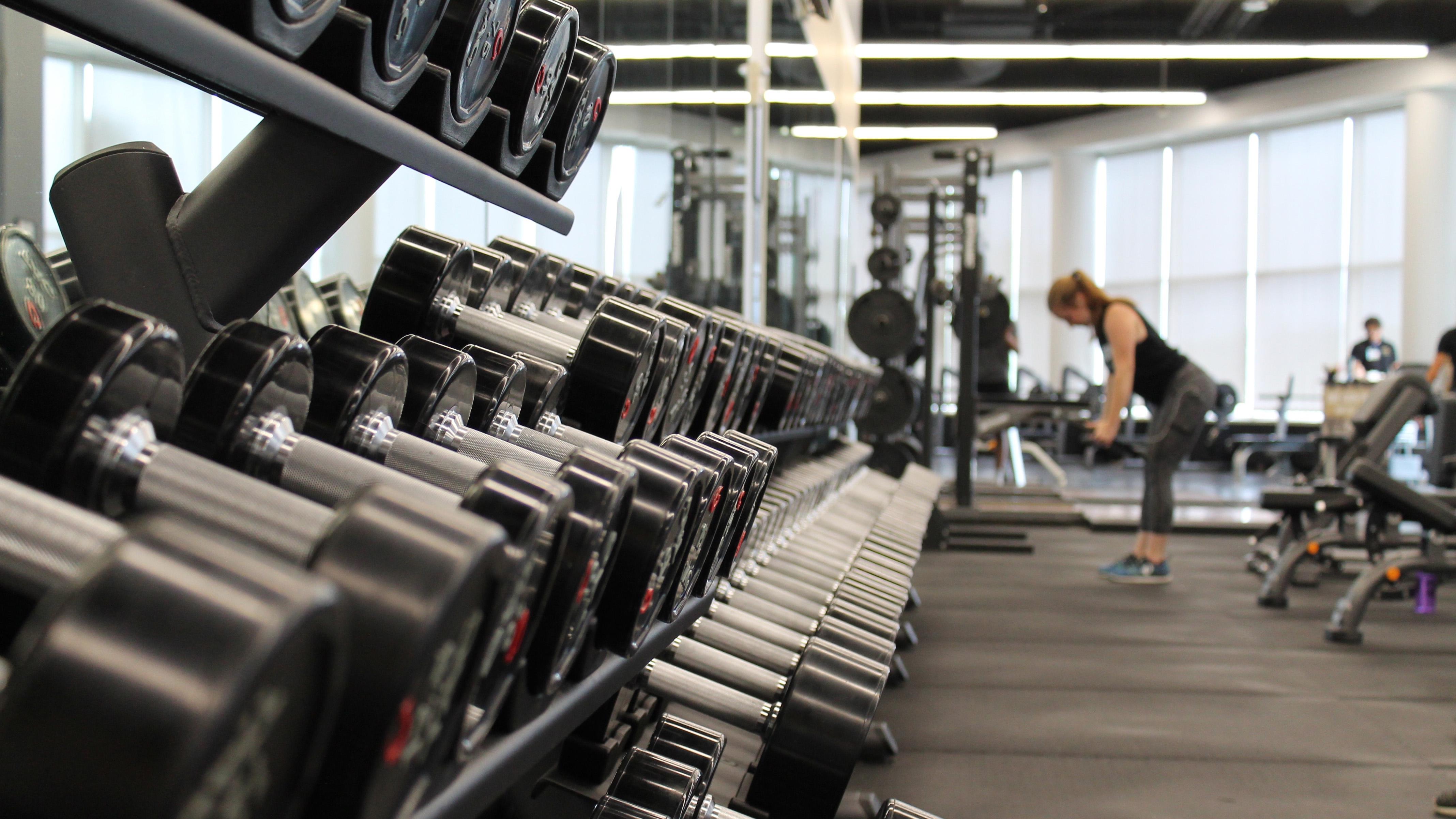 eDoctor - Bác sĩ ơi: Có nên đi bơi và tập trong phòng gym mùa dịch nCoV?